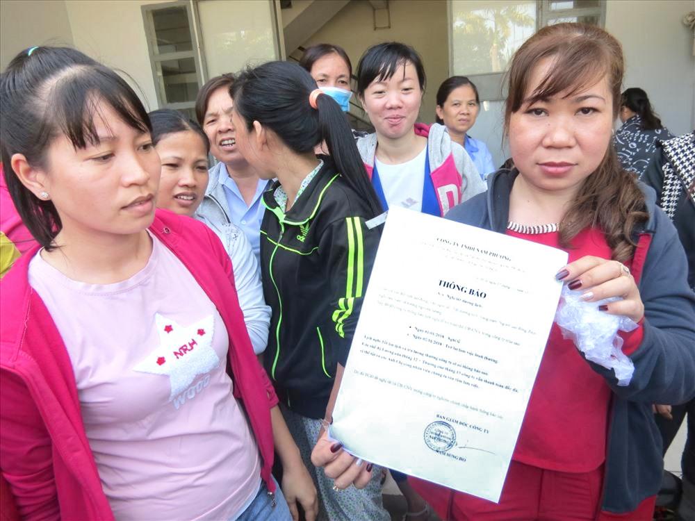 """Vào đầu năm 2018, ông Nam Sung Ho, Giám đốc Công ty TNHH Nam Phương (khu công nghiệp Tây Bắc, H.Củ Chi) """"không xuất hiện"""" khiến công nhân đình công kéo dài - Ảnh: Lao Động"""