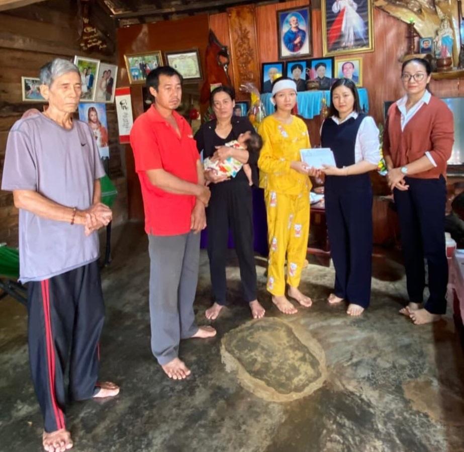 Ngân hàng cho gia đình chị Thảo tạm ứng 100 triệu đồng