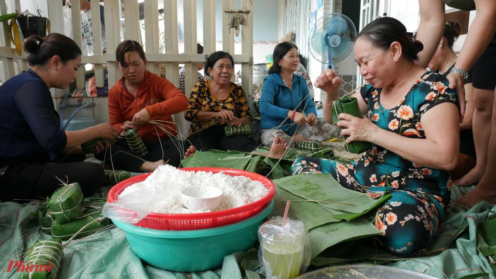 Hơn 1.000 đón bánh tét đã được chuyển đến đồng bào miền Trung