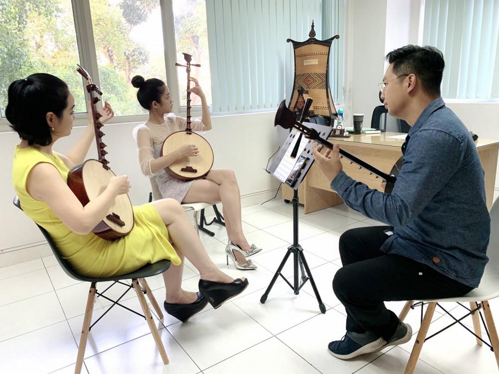 Để vào vai Kiều, Trình Mỹ Duyên được đào tạo về diễn xuất, đài từ, cách chơi nhạc cụ với nhiều nghệ sĩ, chuyên gia...