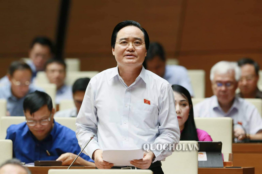 Bộ trưởng Bộ GD-ĐT mới gửi đến các đại biểu Quốc hội Báo cáo về vấn đề SGK