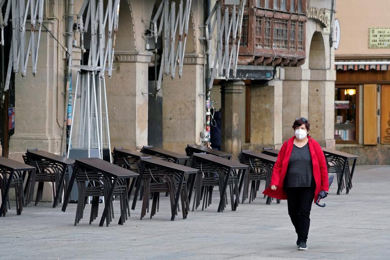 Tây Ban Nha họp khẩn để ban bố tình trạng khẩn cấp quốc gia.
