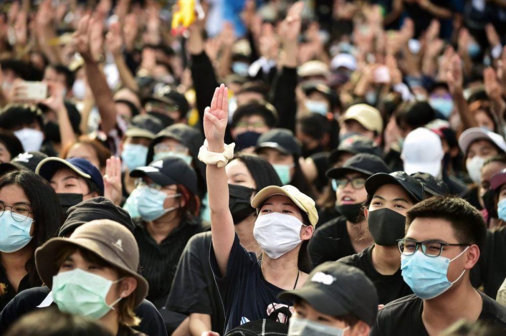 Giới trẻ Thái xuống đường biểu tình suốt những ngày qua