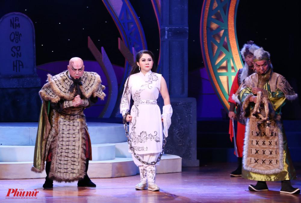 Nghệ sĩ Lê Thanh Thảo (nhà hát cải  khiến không khí đêm thi bùng nổ với vai diễn