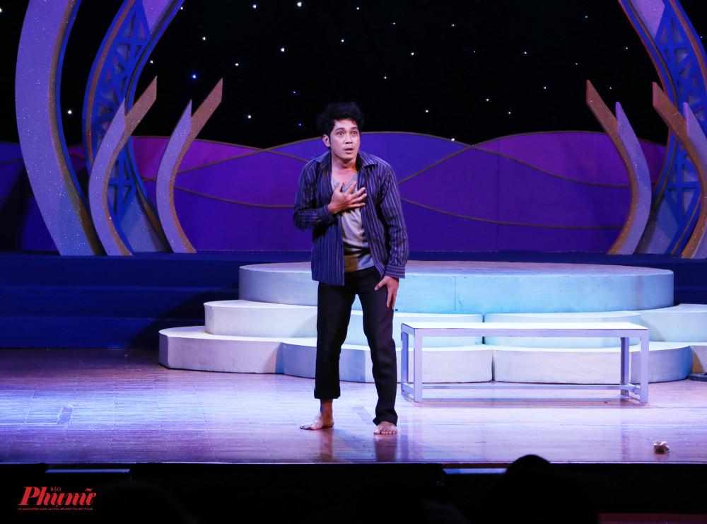 Phần lớn tiết mục đều mang tinh thần lịch sử. Thí sinh Đào Thanh Phong (hội sân khấu TP Cần Thơ) mang đến hơi thở hiện đại