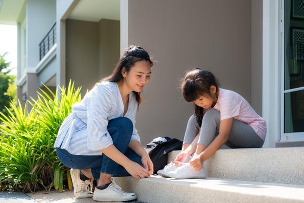 Pháp luật sẽ ưu tiên giao trẻ cho người đảm bảo các quyền lợi trong chăm sóc, nuôi dạy, học hành (ảnh minh họa)