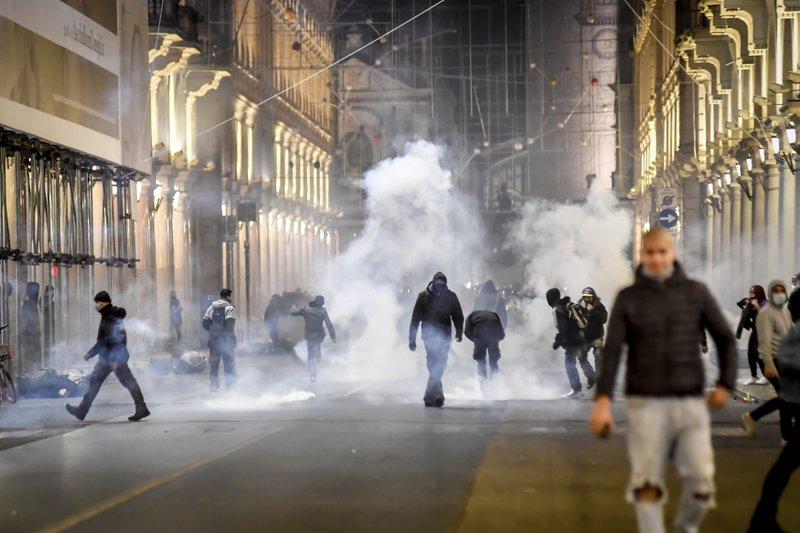 Các cuộc biểu tình bạo lực tại Ý.