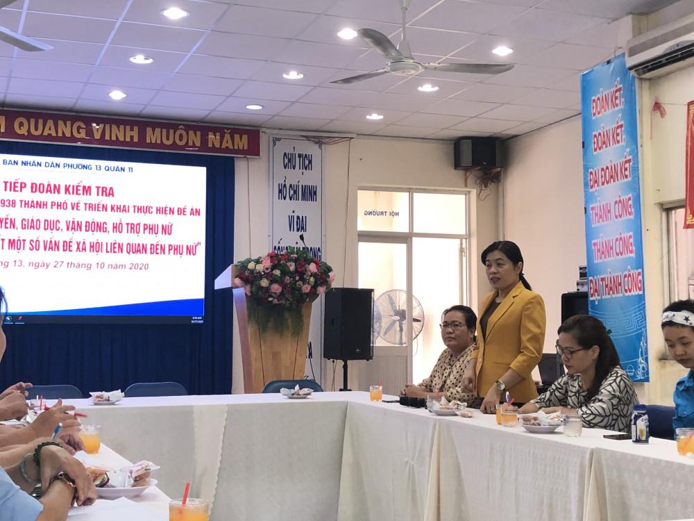 Bà Nguyễn Trần Phượng Trân - Chủ tịch Hội liên hiệp Phụ Nữ TP. HCM cùng Ban chỉ đạo Đề án 938 kiểm tra công tác triển khai đề án này tại Q. 11. Ảnh: Thanh Huyền.