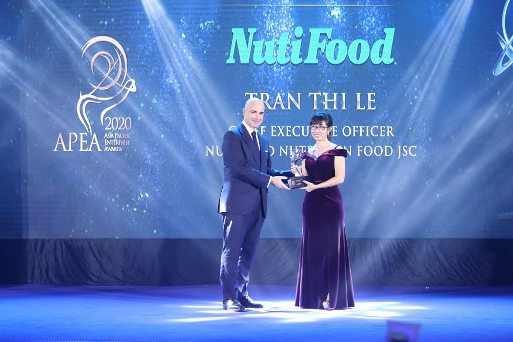 """NutiFood lập """"hat-trick"""" với 3 giải thưởng quốc tế châu Á"""