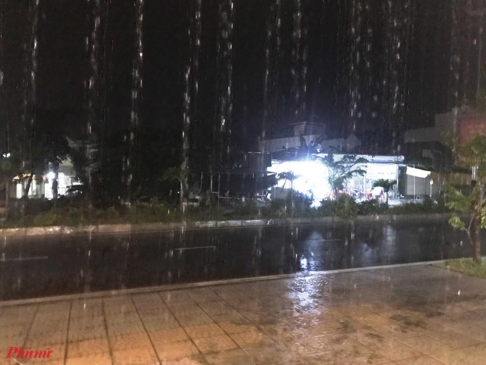 Một số nơi trên địa bàn tỉnh Quảng Ngãi đã xuất hiện mưa to, kèm theo gió mạnh