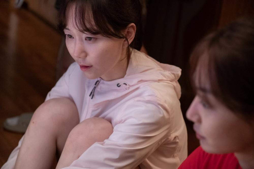 Nữ diễn viên Lee Yoo Young thủ vai Su Jin luôn mang lòng đố kỵ, muốn giải nghệ vì không chịu nổi áp lực, cảm giác thua kém trước đồng nghiệp.