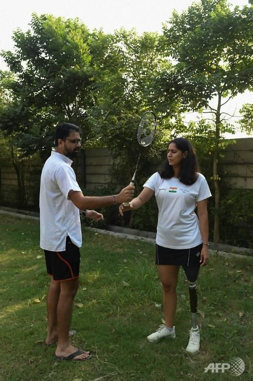 Manasi Joshi tập luyện cùng anh trai tại nhà riêng của gia đình ở Ahmedabad.