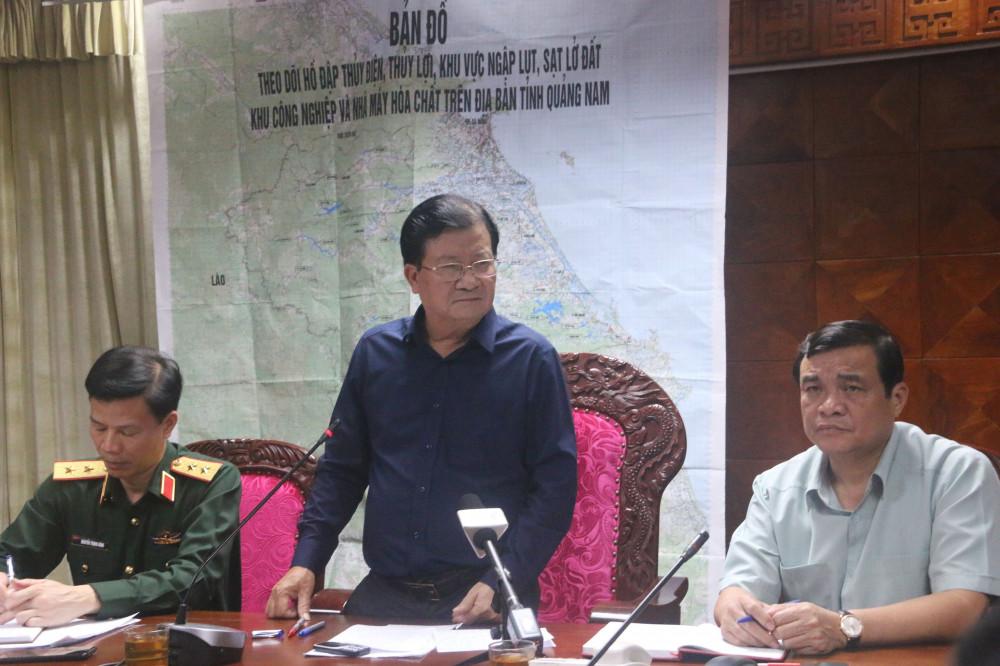 Phó thủ tướng Trình Đình Dũng chỉ đạo cuộc họp, thống nhất phương án tìm kiếm, cứu nạn vụ sạt lở núi nghiêm trọng tại huyện Nam Trà My