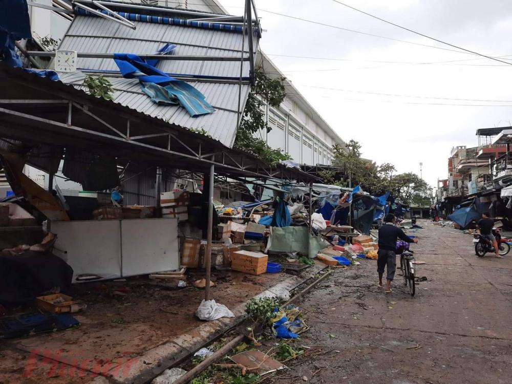 Chợ Tam Kỳ bị bão tàn phá - Ảnh: Nguyễn Dương