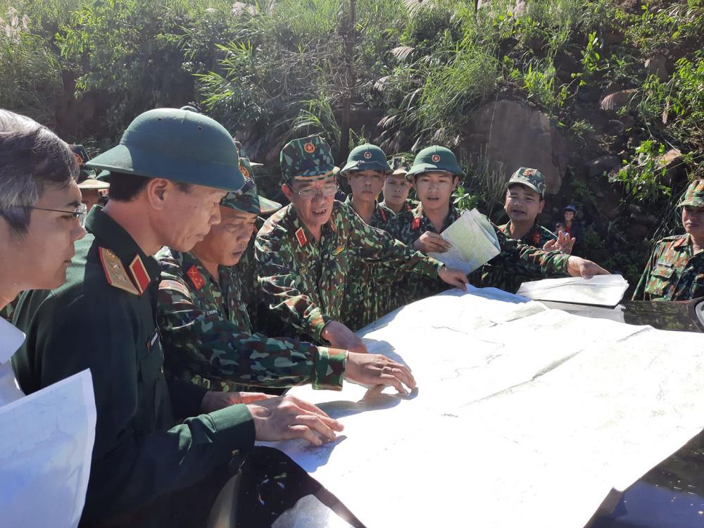 Trung tướng Nguyễn Long Cán    Tư lệnh QK5 đangbtruwjc tiếp chỉ đạo tác chiến