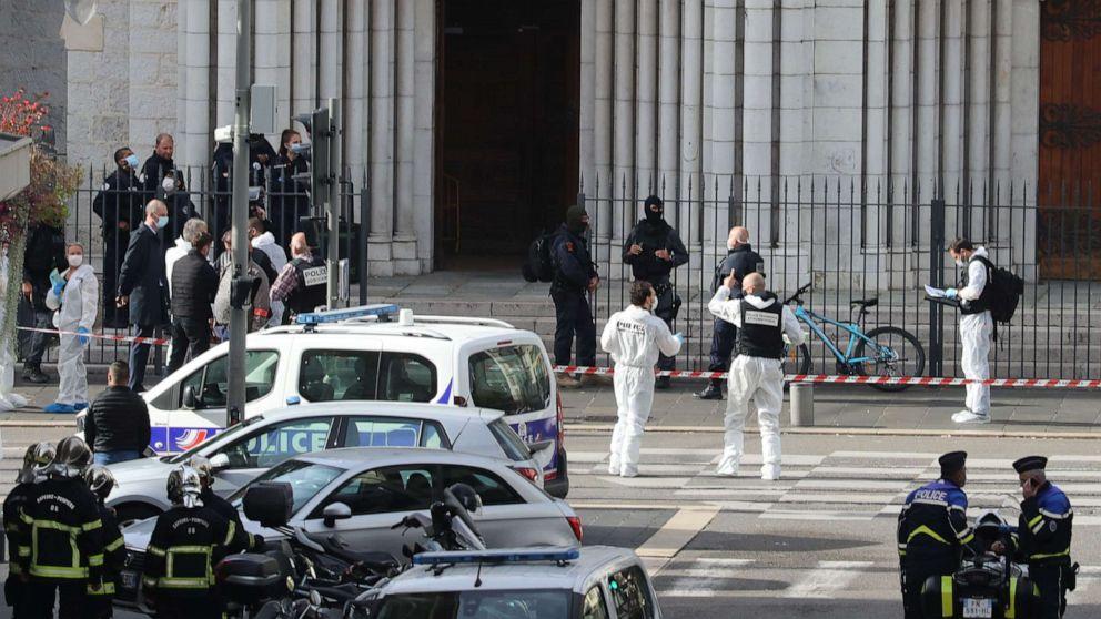 3 người chết sau vụ tấn công băng dao ở Nhà thờ Đức Bà, Pháp.