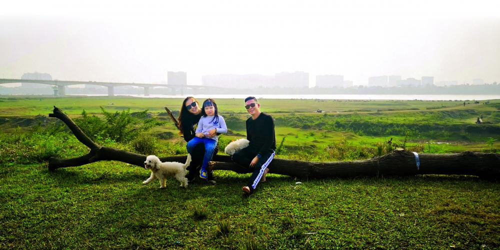"""Gia đình nhỏ của """"họa mi"""" Khánh Linh"""