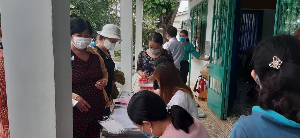 Hội viên phụ nữ quận 8 đăng ký lấy máu xét nghiệm
