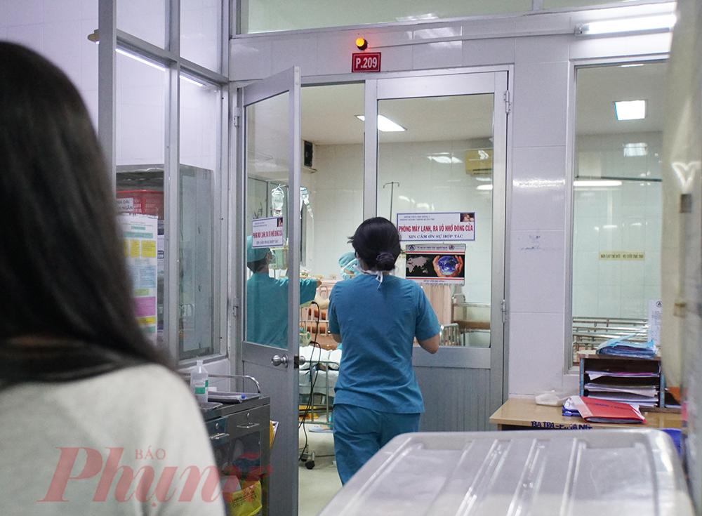 Hiện hai bé đang được cách ly điều trị tại Bệnh viện Nhi đồng 1 TPHCM