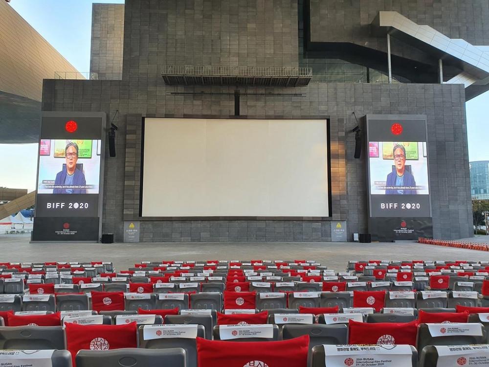 ạp chiếu phim ngoài trời tại Trung tâm Điện ảnh Busan, địa điểm chính của Liên hoan phim Quốc tế Busan lần thứ 25