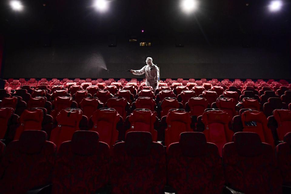 Hệ thống rạp chiếu phim tại châu Âu tạm ngưng hoạt động.