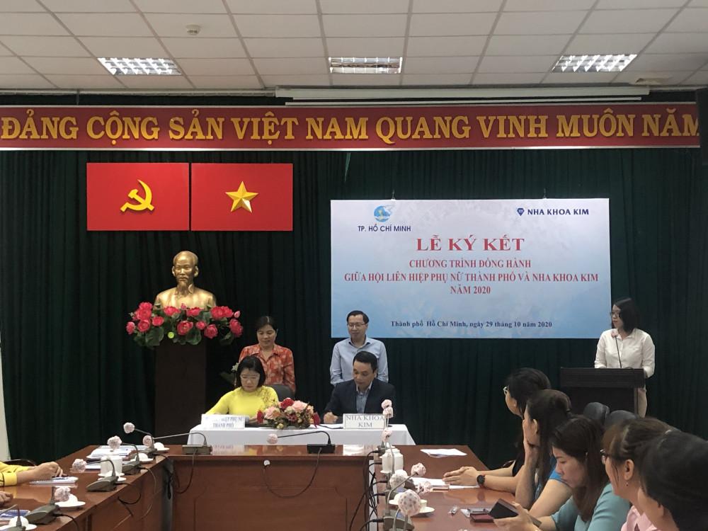 Bà Trần Thị Huyền Thanh - Phó Chủ tịch Hội LHPN TP. HCM đánh giá rất cao sự đồng hành của Nha khoa Kim trong hoạt động chăm lo an sinh xã hội và sức khỏe nụ cười cho phụ nữ. Ảnh: Thanh Huyền.