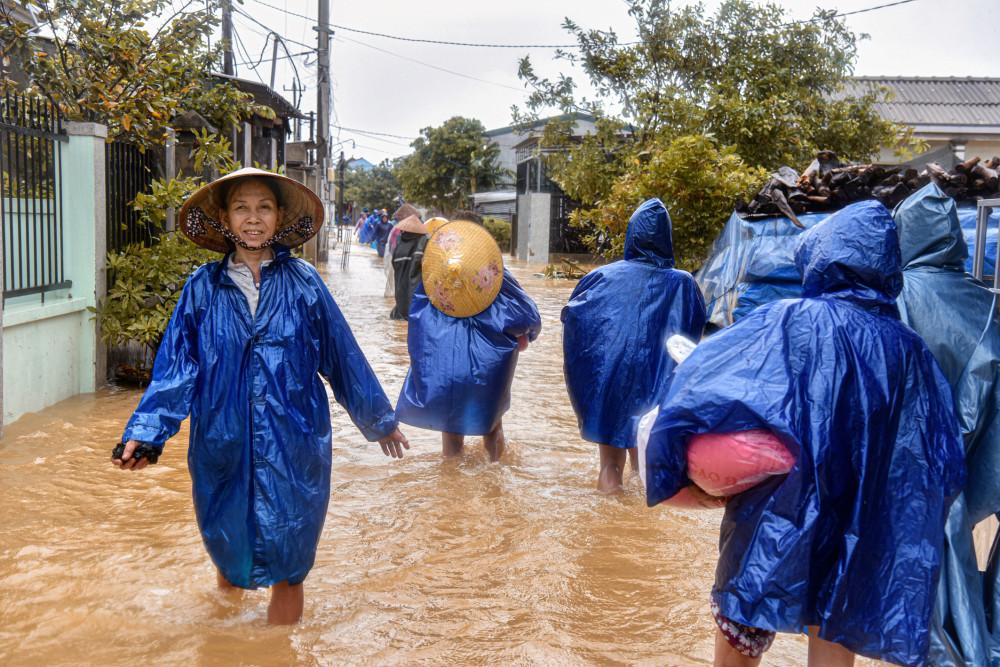 Người dân tại huyện Quảng Thành, Quảng Điền, Thừa Thiên - Huế.