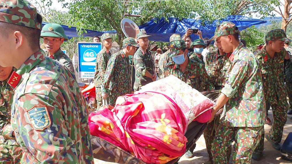 Hình ảnh tại điểm sạt lở nặng vào xã Trà Leng, huyện Nam Trà My