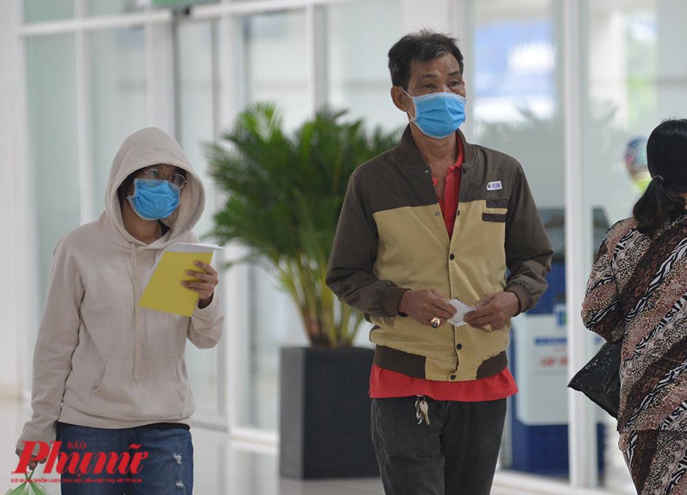 Người dân đến khám chữa bệnh tại BV Ung bướu TPHCM cơ sở 2, quận 9