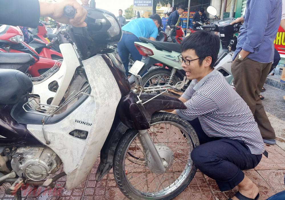Hàng ngàn xe máy được sửa chữa, thay dầu miến phí