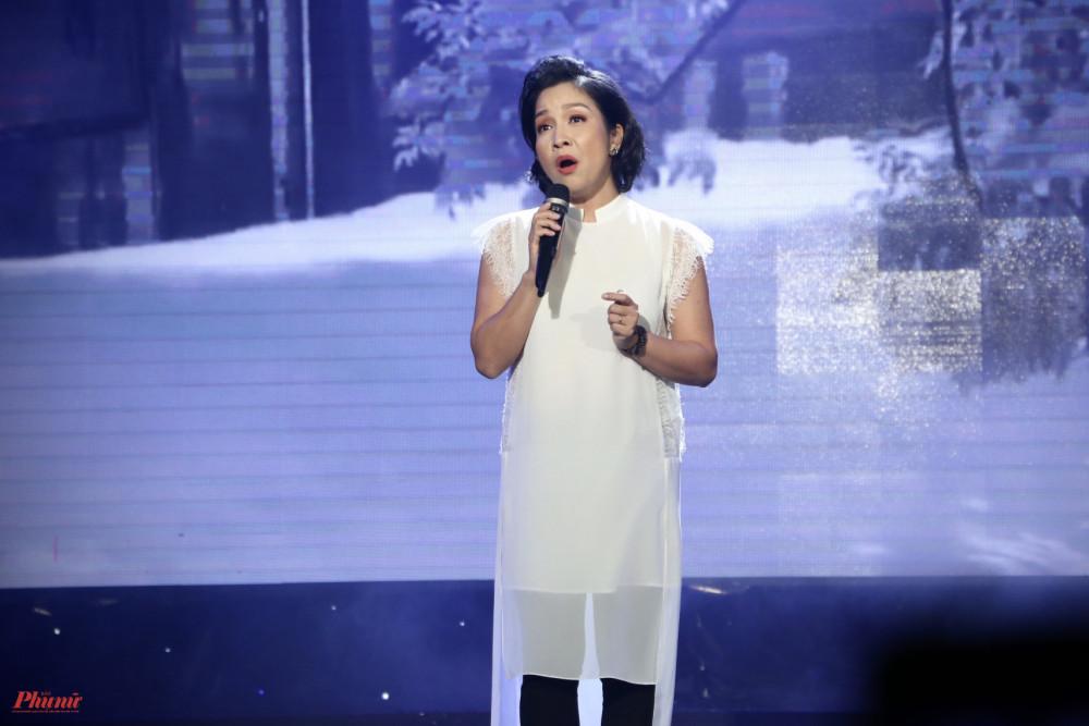 Sau khi trình bày ca khúc Cơn bão, một sáng tác do cô tự viết lời, ca sĩ Mỹ Linh tâm sự về quãng thời gian đã cùng