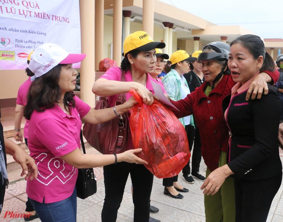 Tống gia trị đợt ùa tặng cho bà con các tỉnh Quảng Bình, Quảng Trị, Thừa Thiên - Huế trong đợt này  hơn 1,6 tỷ đồng