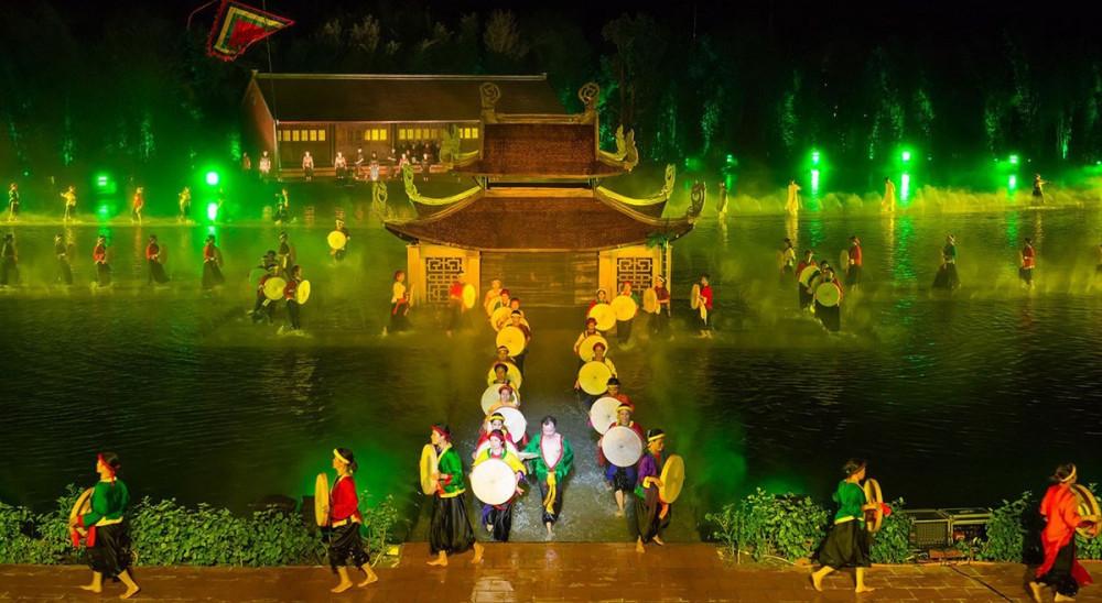 Tái hiện không gian văn hóa qua các buổi biểu diễn thực cảnh tầm cỡ, tương tự như Ký ức Hội An, Tinh hoa Bắc Bộ… Ảnh: Sunshine Group