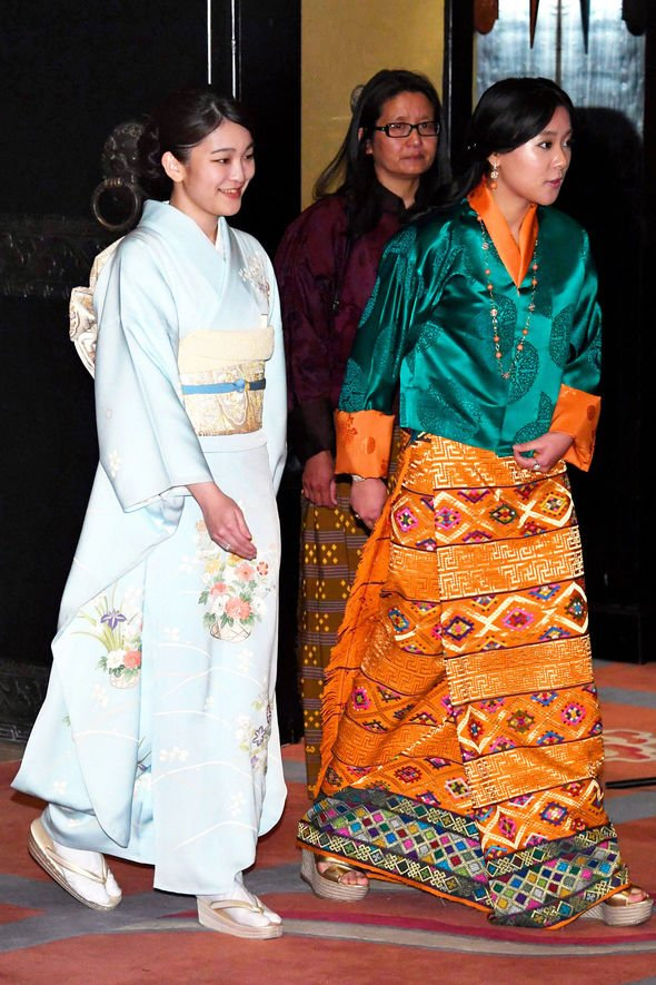 Công chúa Eeuphelma là em gái cùng cha khác mẹ của Quốc vương Bhutan.