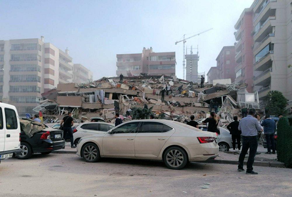 Động đất mạnh phá hủy hàng chục tòa nhà ở tỉnh  Izmir, Thổ Nhĩ Kỳ.