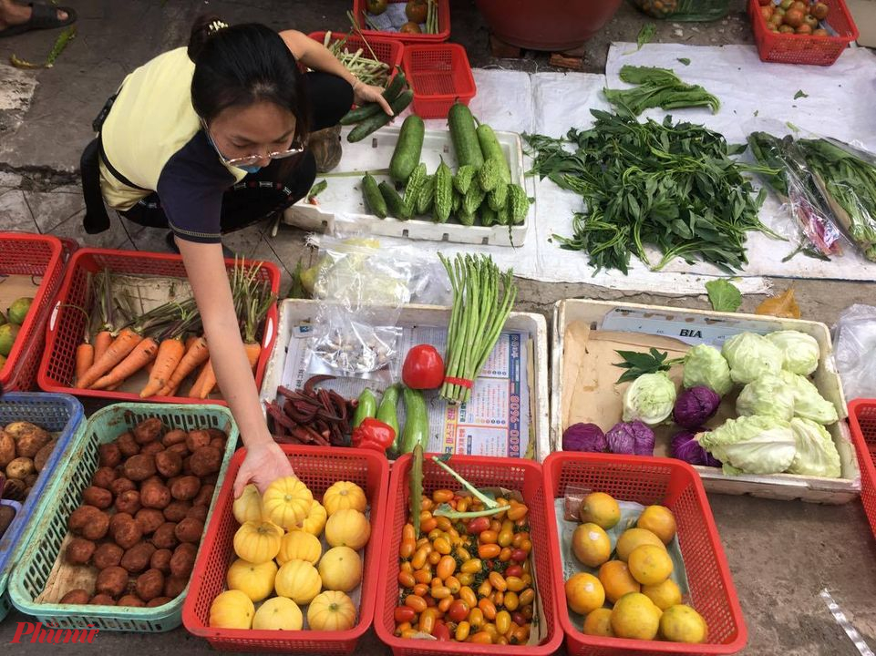 Tiểu thương nhập nhiều loại rau, củ mới lạ có giống ngoại nhập về bán