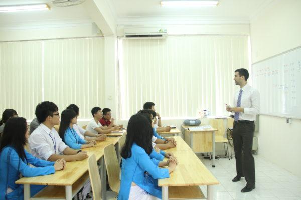 Sinh viên trường ĐH Ngân hàng TP.HCM trong giờ học