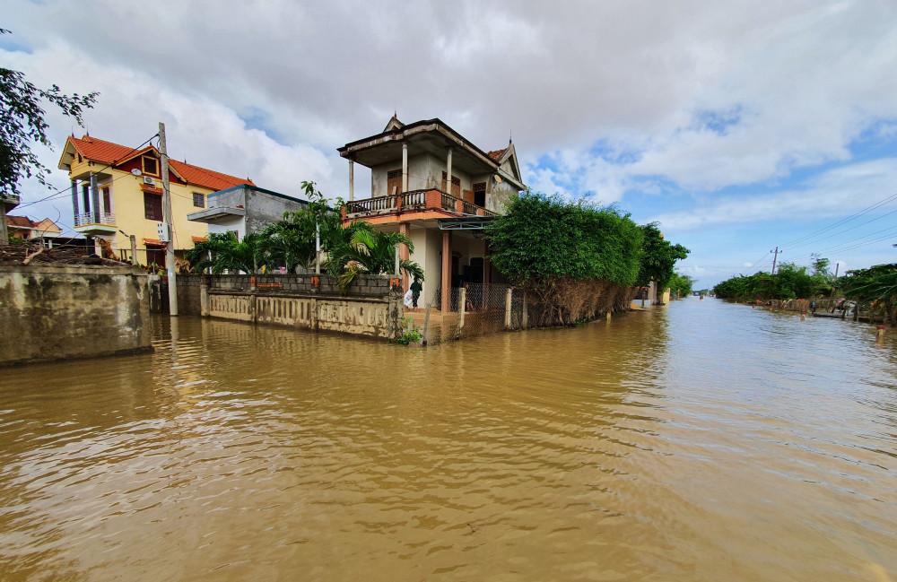 Sau khi lũ lịch sử rút, hoàng lưu cơn bão số 9 đã khiến nước dâng trở lại khiến một só khu vực của tỉnh Quảng Bình bị ngập