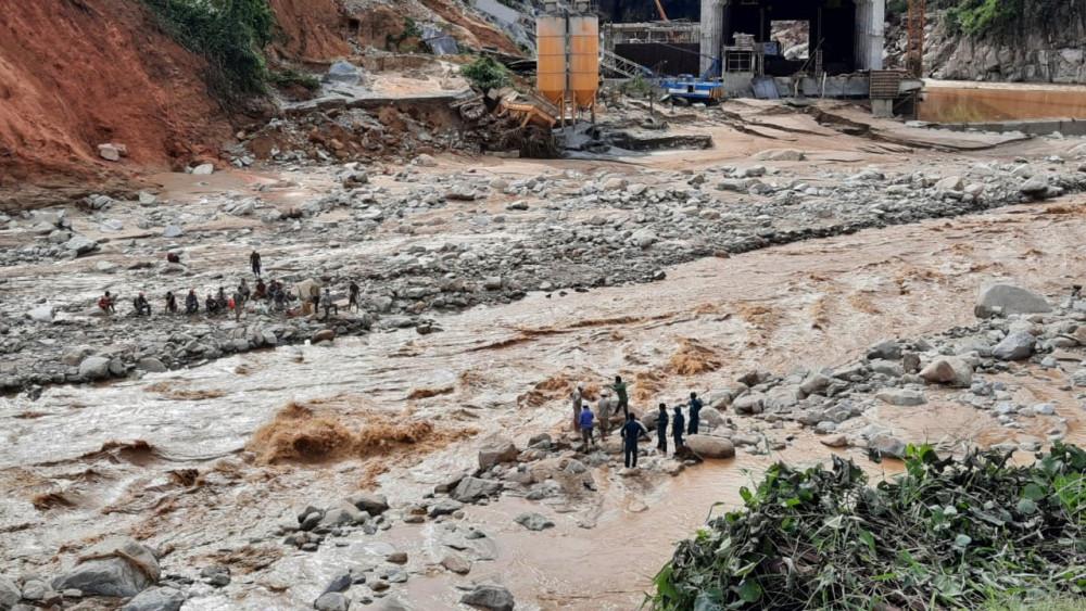 Một điểm sạt lở tại huyện Phước Lộc, Quảng Nam khiến hơn 1000 người bị cô lập