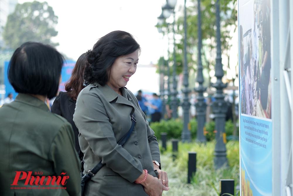 Triển lãm ảnh về dân vận kéo dài  từ ngày 30/10 đến 7/11/2020 tại Công viên Lam Sơn, quận 1