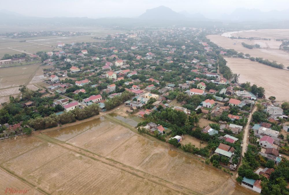 Mưa lũ đã làm gần 96.500 nhà ở Quảng Bình bị ngập lụt, hư hỏng hoặc đổ sập.