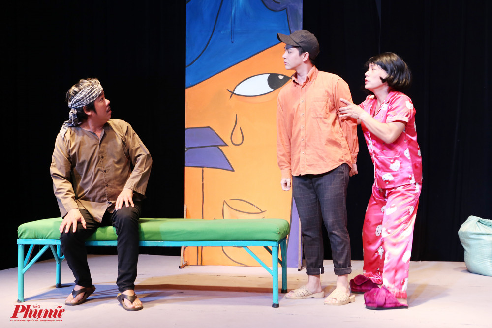 Một cảnh với sự diễn xuất của nghệ sĩ Chánh Trưc, Quốc Thịnh và Tuấn Kiệt khiến khán giả cười ngất