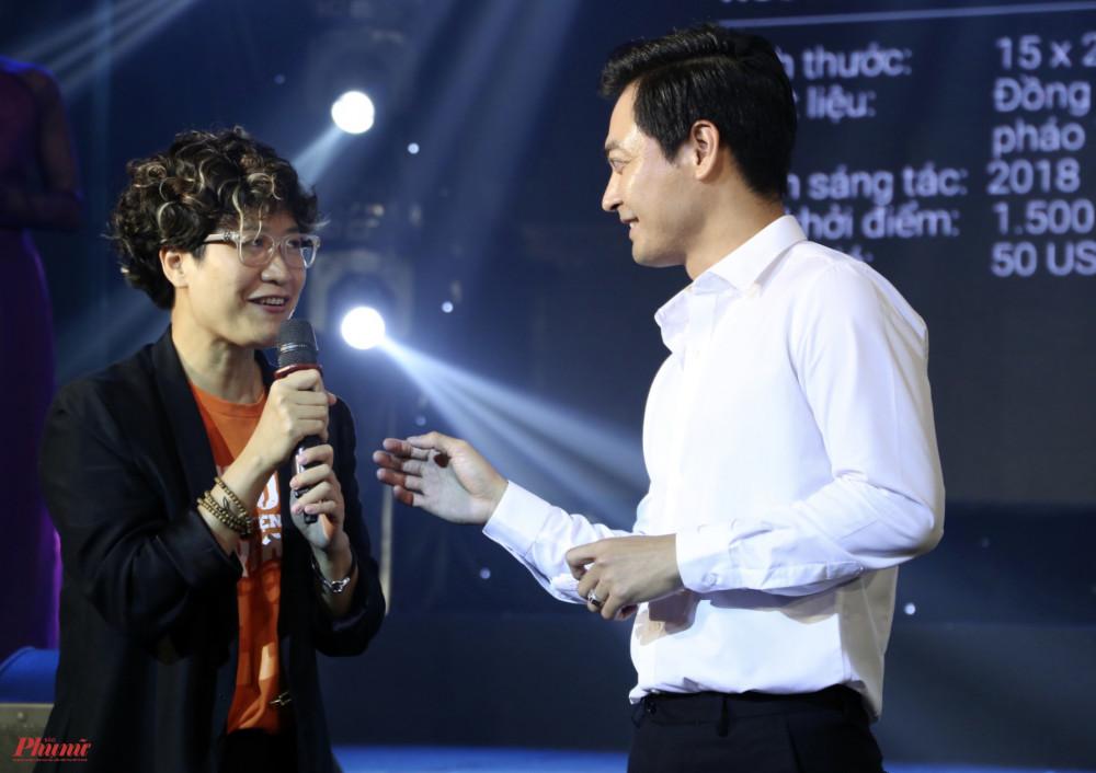 MC Phan Anh và Jang Kều, nhà sáng lập của tổ chức Sống Foundation và Nhà chống lũ. Trong suốt 7 năm qua, từ khi thành lập vào năm 2013, quỹ đã xây dựng được