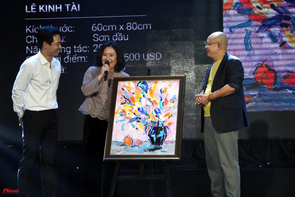 Bức tranh của hoạ sĩ Lê Kinh Tài cũng thuộc về một nhà hảo tâm với giá 9.000 USD.