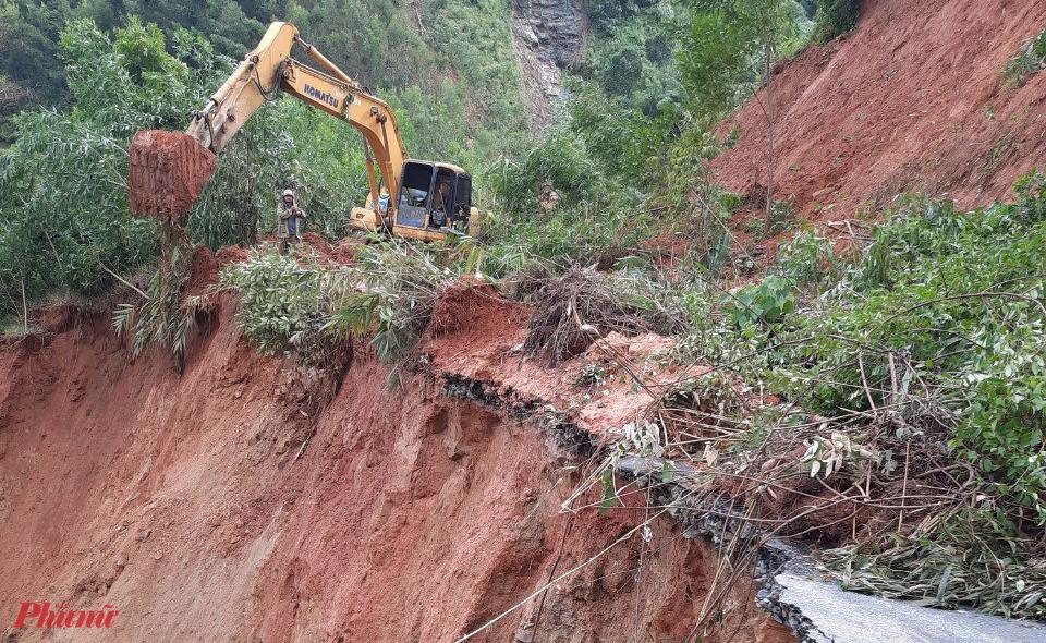 Tuyến đường tỉnh 628 bị sạt lở nghiêm trọng cả taluy âm và taluy dương ở km38+760