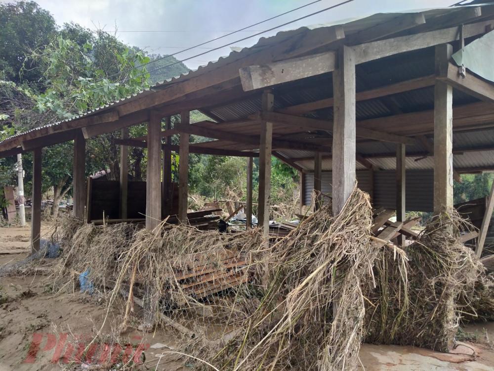 Chính quyền huyện Nam Giang đang tiến hành thống kê thiệt hại để yêu cầu công ty thủy điện đền bù