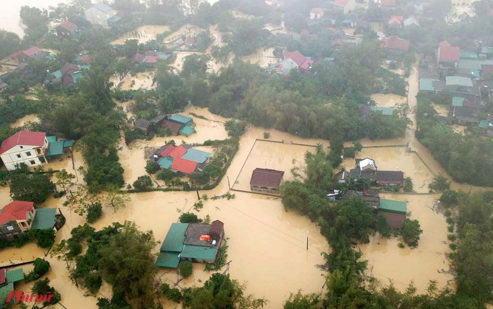 Vùng ngoài đê sông Lam bị ngập sâu