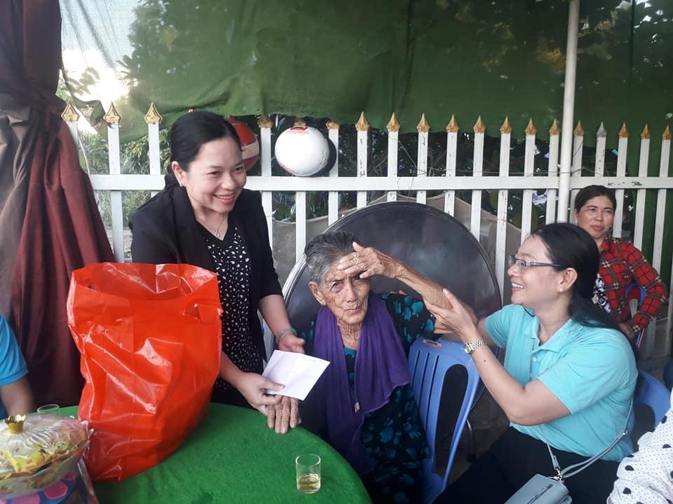 Đoàn ghé thăm và chúc thọ Mẹ Việt Nam Anh hùng