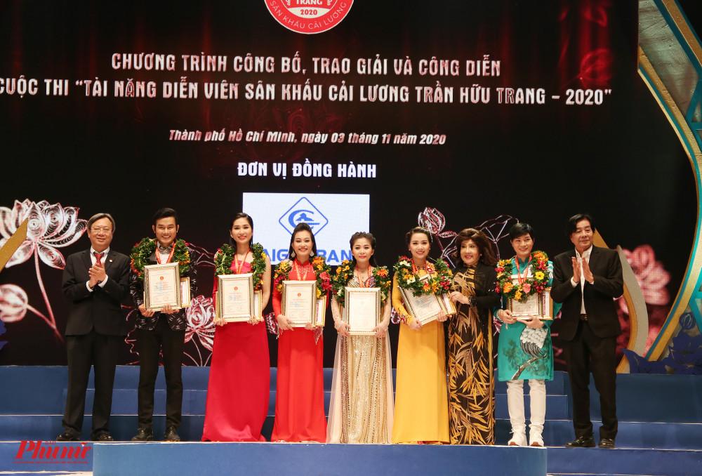 Các thí sinh đạt HCB trong hạng mục đào, kép chính