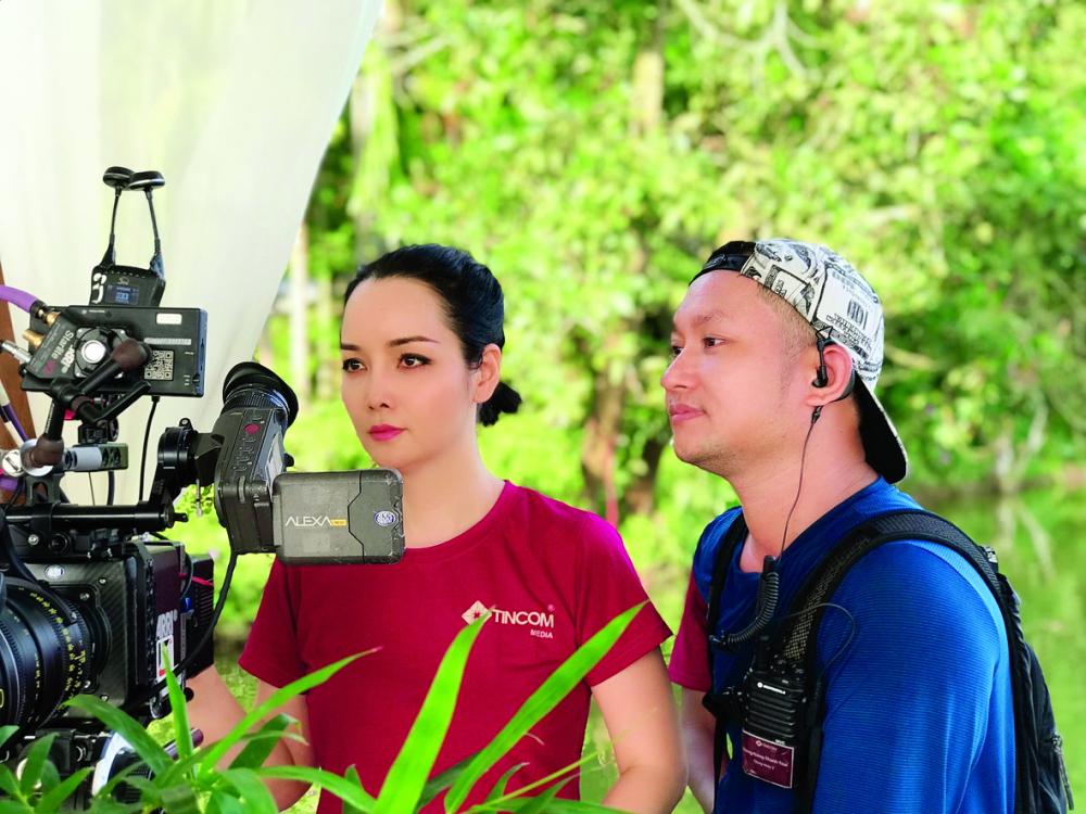 Mai Thu Huyền trong vai trò đạo diễn trên trường quay Kiều